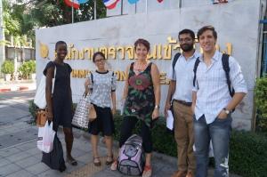 Entrada do Centro de Detenção de Refugiados em Bangkok